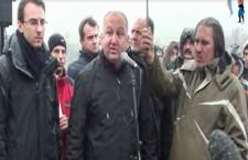 Долазак посланика ДСС на Јариње и њихово обраћање народу (видео)
