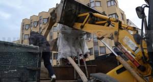 Држава профункционисала на кратко: срушен споменик терористима у Прешеву
