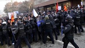 Скопље: Полиција спречила 100 демонстрана да приђу влади