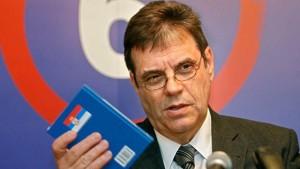 Коштуница: Не убијати Србију на Косову зарад датума