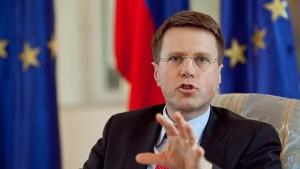 Чиновници ЕУ покушавају да Србе са севера уведу у преговоре са Приштином