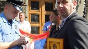 Срби са југа КиМ: Нека државни врх дође са својим породицама да живи на КиМ (Видео)