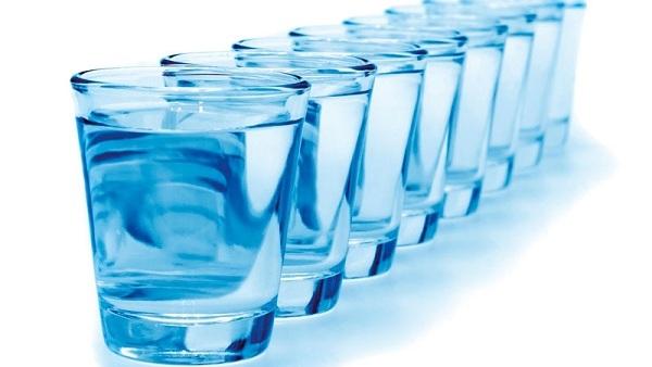 Колико чаша вода нам је заиста потребно?
