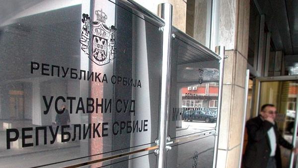 Уставни суд намерно одуговлачи