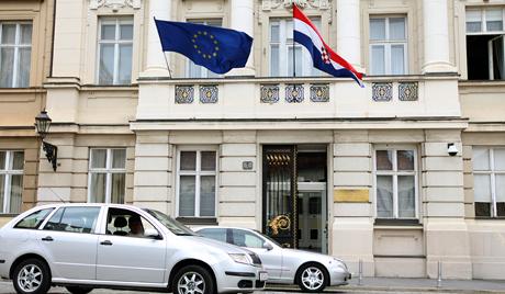 Европски званичници искрено кажу да их се не тичу права српске мањине