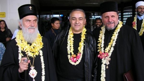 Патријарх Иринеј служио са рашчињеним свештеником у Индонезији (ФОТО)