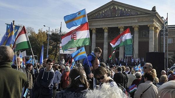 Председник ДЗВМ: Мађарима у Војводини аутономија као Србима на Косову