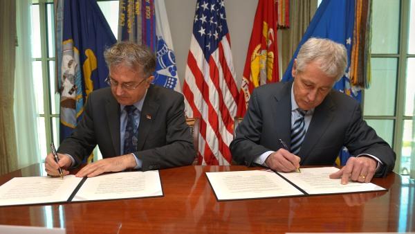 Министар одбране Србије потписао у Америци, између осталог и споразум о одржавању војне вежбе са војском Албаније (ВИДЕО)