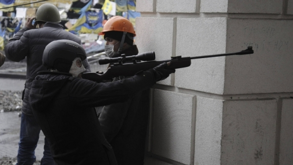 У Кијеву радикали отворили ватру на војнике