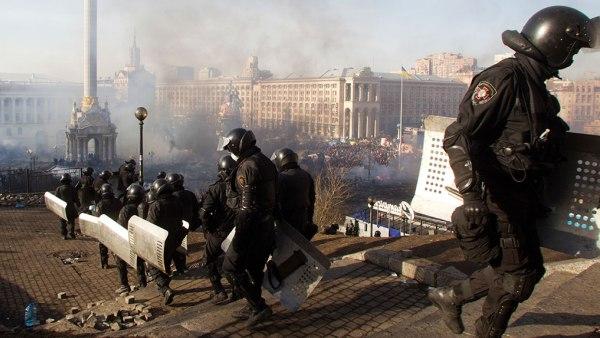 """Украјинска полиција ухапсила """"америчког најамника"""" на мајдану (ВИДЕО)"""