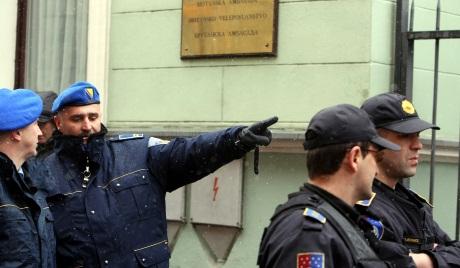 Како НАТО малтретира српске породице