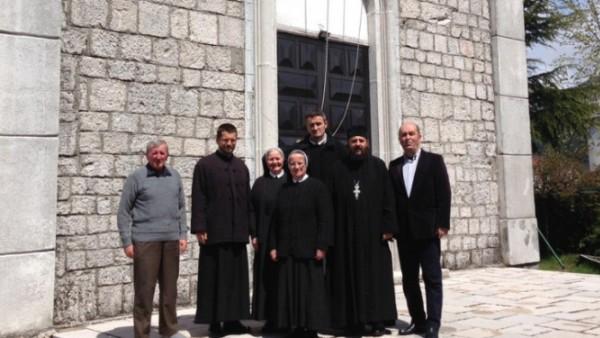 Цетињски свештеници честитали Васкрс и посјетили фрањевачки самостан на Цетињу