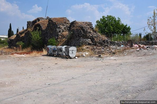 Због небриге одговорних Немањин град је ругло и депонија