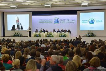 Владимир Путин: Многодетна породица треба да постане норма