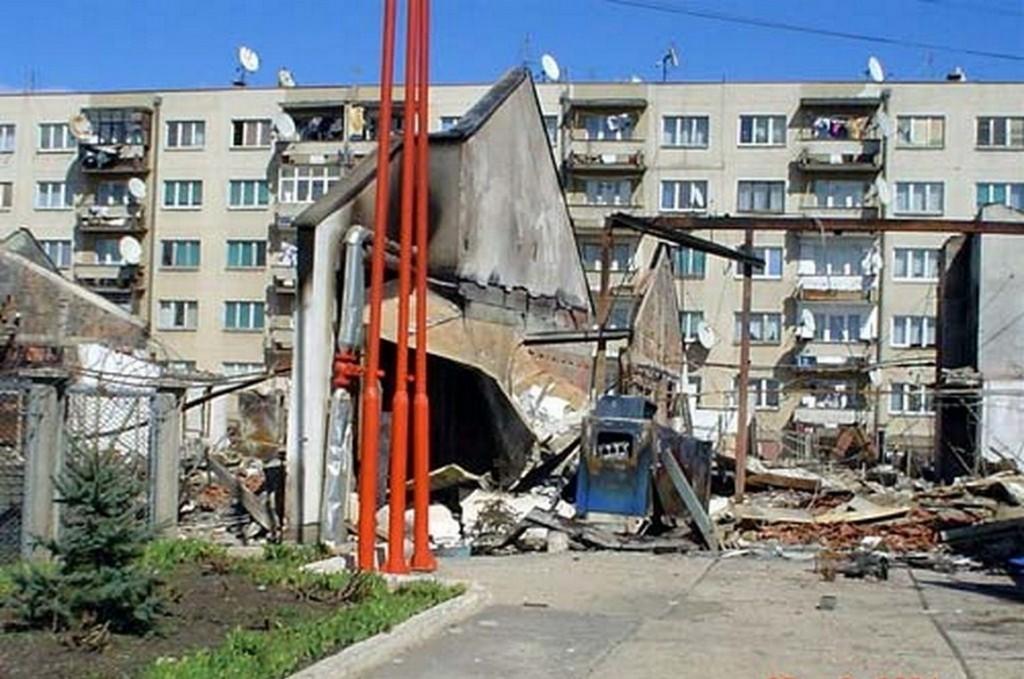 Unistena srpska bolnica u K.Polju 17. marta 2004.g. 1 [800x600]