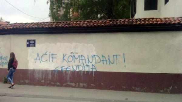 """Графити у Новом Пазару: """"Аћиф-ефендија командант"""" и """"Санџак аутономија"""""""
