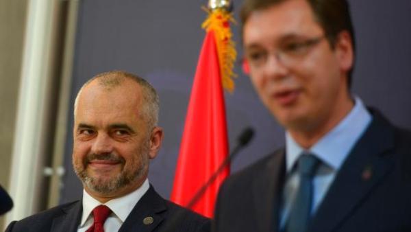Уместо Скопљу Вучић пружа подршку Тирани(ји) и великој Албанији