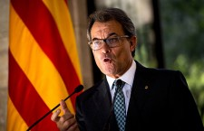 Catalonian Parliament Votes To Approve A Law Allowing An Independence Referendum...BARCELONA, SPAIN - SEPTEMBER 19:  President of Catalonia Artur Mas speaks during a press conference following the result of the Scottish Independence referendum on September 19, 2014 in Barcelona, Spain. The Catalonian Parliament votes today to approve a law allowing Catalonia to have a self-determination referendum.  (Photo by David Ramos/Getty Images)