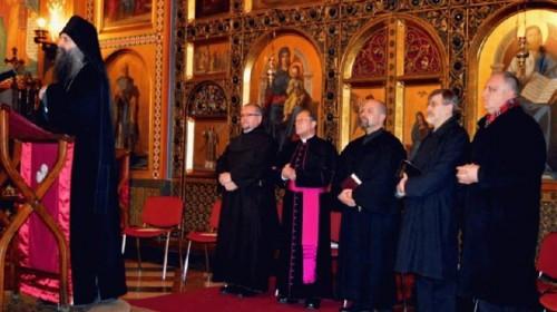 Porfirije sa papistima u hramu Preobraženja Gospodnjega u Zagrebu