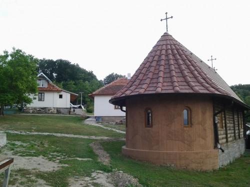 Katakomba Manastir rođenja Presvete Bogorodice - Crkva