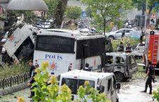 СНАЖНА ЕКСПЛОЗИЈА НА ТРГУ БАЈАЗИТА У ИСТАНБУЛУ: Бомба експлодирала поред аутобуске станице, погинуло 11 особа! (ВИДЕО)