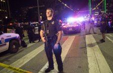 Далас: Снајпери на протесту, убијена четири полицајца (видео)