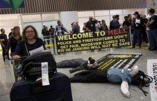"""Рио: Транспарент полиције на аеродрому """"Добродошли у пакао"""""""