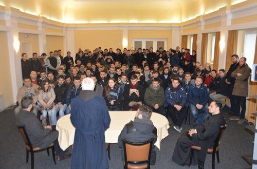 Тако се разара Православље у Србији – студенти Богословског факултета у Београду одведени на мису