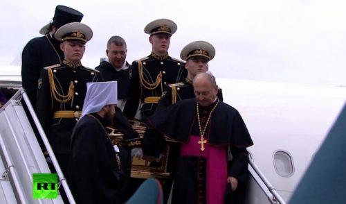 Иларион признао: доношeњем светитељских моштију са Запада у Русију народ се увлачи у екуменизам