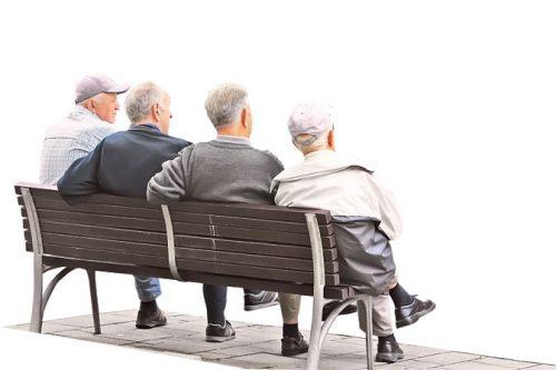 Половина пензионера издржава своју децу и унуке