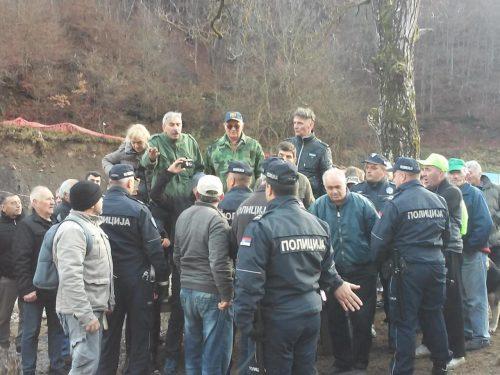 Ситуација у Ракити се не смирује, грађани опет покушали да спрече радове