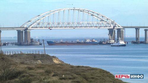 """ОПАСНО """"ГУРАЊЕ"""" НА ЦРНОМ МОРУ: Руси заузели украјинске бродове, рањена шесторица морнара, ЕУ позива на уздржаност"""