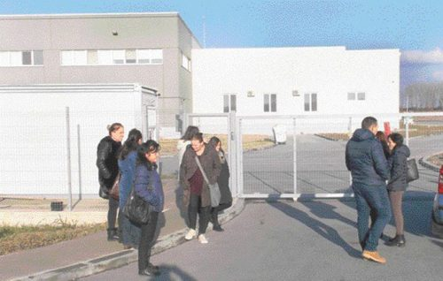 """Након помпезног отварања у фебруару 2016. године, немачка фирма """"испарила"""" из Смедерева, радници на улици"""
