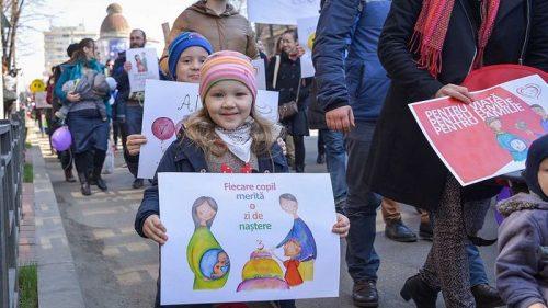 Хиљаде људи марширало за живот у 600 градова широм Румуније и Молдавије