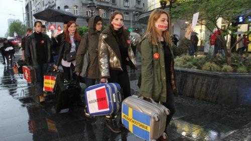 Студенти вечерас у протестној шетњи указали на проблем масовног одласка младих