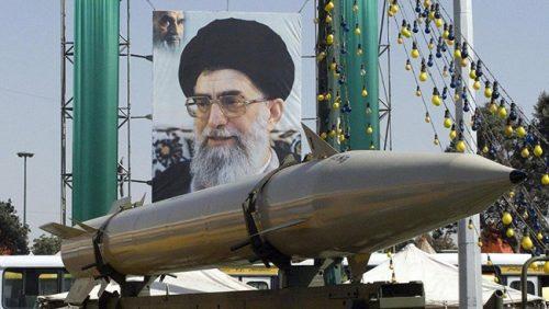 Шанахан већ предложио Трампу слање против Ирана 120.000 војника