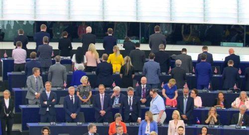 """Нећемо Сорошевог човека! Инциденти у Бриселу, посланици нису хтели да устану на """"Оду радости"""""""