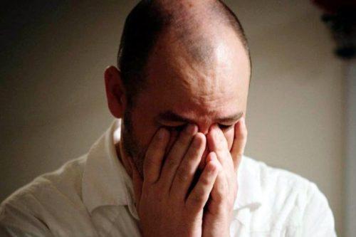 ШОКАНТНА ТВРДЊА РУСКОГ ПСИХОЛОГА: Поцепане фармерке и чарапе, неуредна коса, симтоми су ове тешке болести…