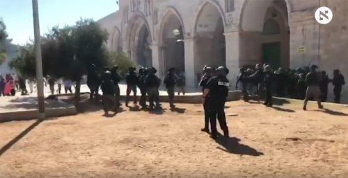 Сукоби између израелске полиције и муслиманских верника на Брду храма у Јерусалиму