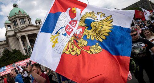 Русија на Балкану хода као месечар, али нам ипак понекад пође за руком да урадимо нешто добро, смислено и корисно – Срби желе да седе на две столице