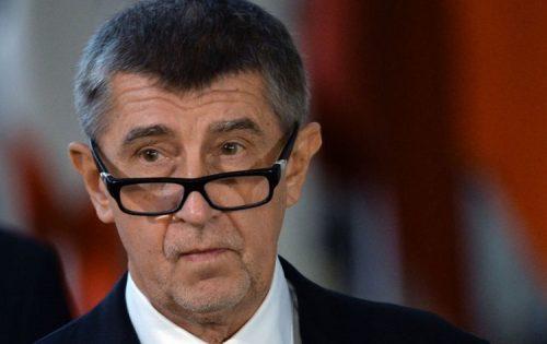 Премијер Чешке одговорио Земану: Спреман сам за дебату о укидању признања Косова