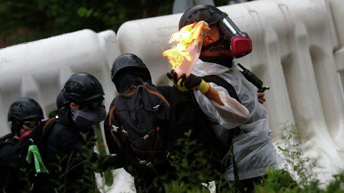 Мали улични рат: У Хонгконгу се пуцало и гуменим и правим мецима
