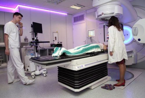 АЛАРМАНТНО: Болнице препуне оболелих од рака!