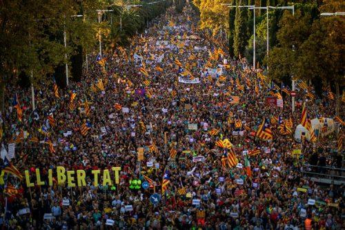 У Барселони опет демонстрирало најмање 400.000 каталонских сепаратиста
