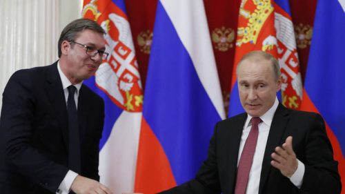 epa06398826 Russian President Vladimir Putin (R) shakes hands with Serbian President Aleksandar Vucic (L) during a joint statement for press following their talks in the Kremlin in Moscow, Russia, 19 December 2017. Aleksandar Vucic is on a working visit to Moscow. EPA-EFE/YURI KOCHETKOV / POOL