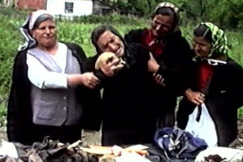УМРЛА МАЈКА ХРАБРОСТ, ДОБРИНА ЈЕ СИМБОЛ СТРАДАЊА СРБА КОД СРЕБРЕНИЦЕ: Међу лешевима војника препознала сина Живана (24), закукала и загрлила његову лобању