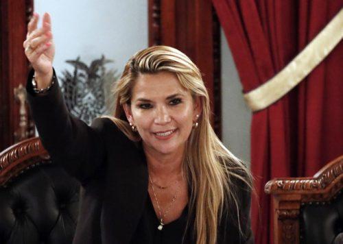 Сенаторка Ањес прогласила се председницом Боливије