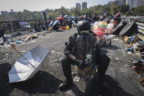 Хонгконг на ивици колапса