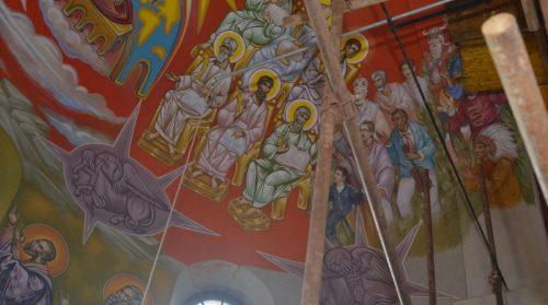 Скандал у Петровачкој цркви! Индијанац, Кинез и Викинг на фресци!