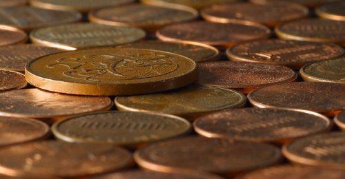 """Светске елите укидају новац: Једним """"кликом"""" човек ће моћи да остане без средстава за живот"""